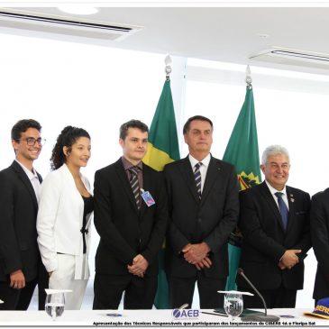 FloripaSat-1 presente em Brasília com Jair Bolsonaro